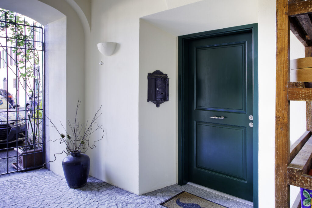 Porta d'ingresso verde Ticino