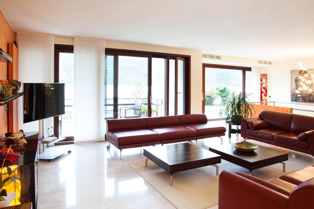 Interni di una casa in Ticino con infissi Internorm